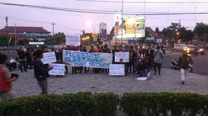 Demo warga meminta Flo hengkang dari Jogja