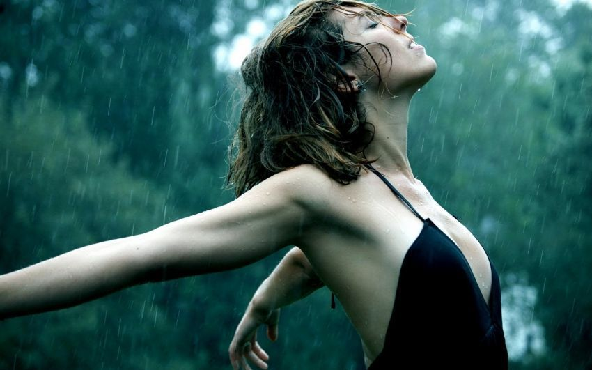 women_freedom_rain_forest_1920_2560x1600_artwallpaperhi.com