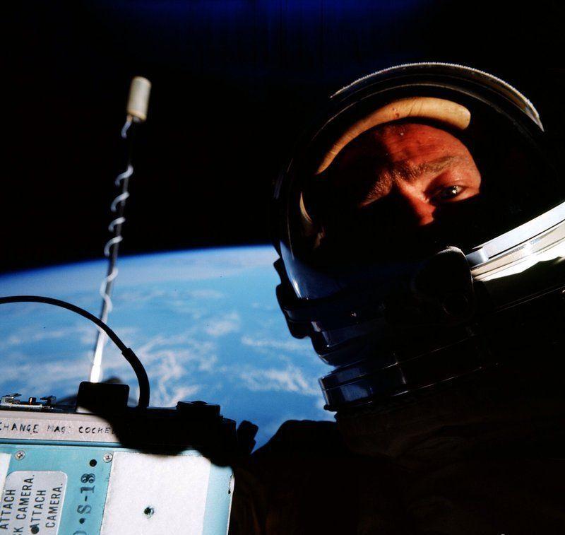 Buzz Aldrin, selfie di luar angkasa gak sombong