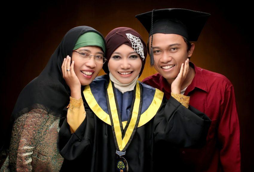Menuntaskan pendidikan, bentuk menuntaskan tanggung jawab pada orang tua