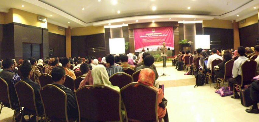 Ikut seminar