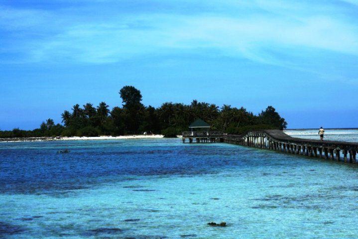 Pasir putih dan birunya laut di Pulau Tidung