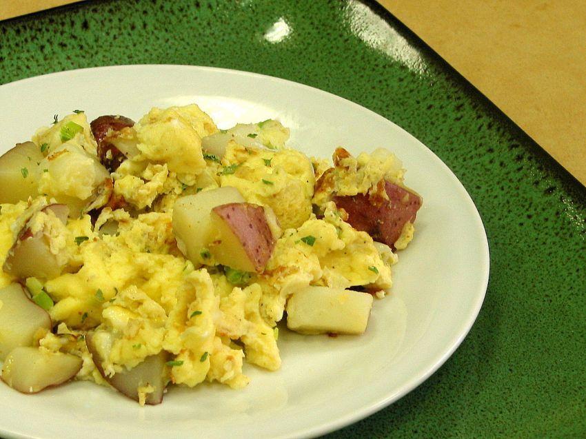 Kentang rebus dan telur orak arik