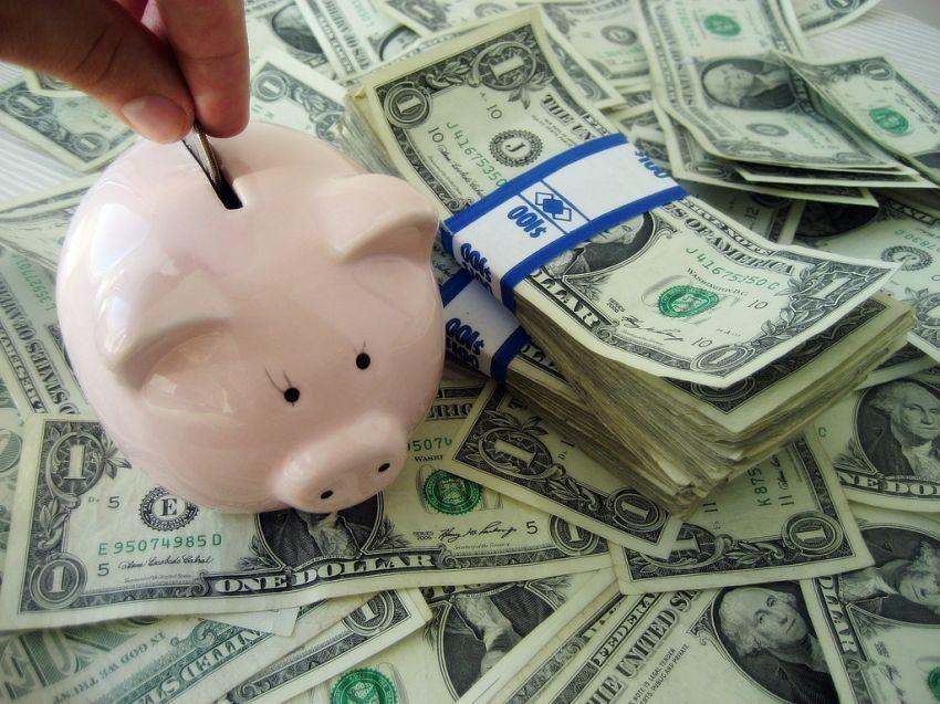 Kalau belum berani main forex, bisa mulai dengan menukarkan uangmu ke valas