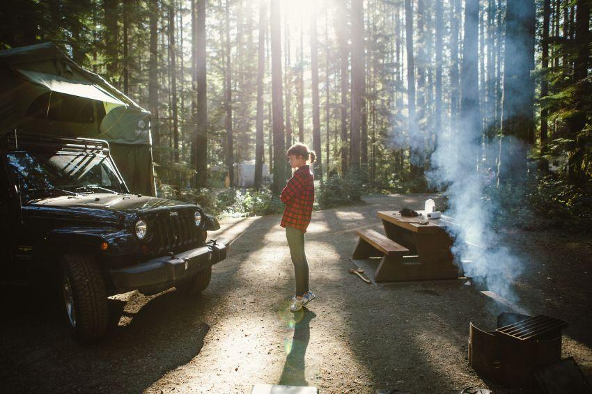 Kalau camping menghabiskan waktu dan tenaga, mereka tidak akan memaksa