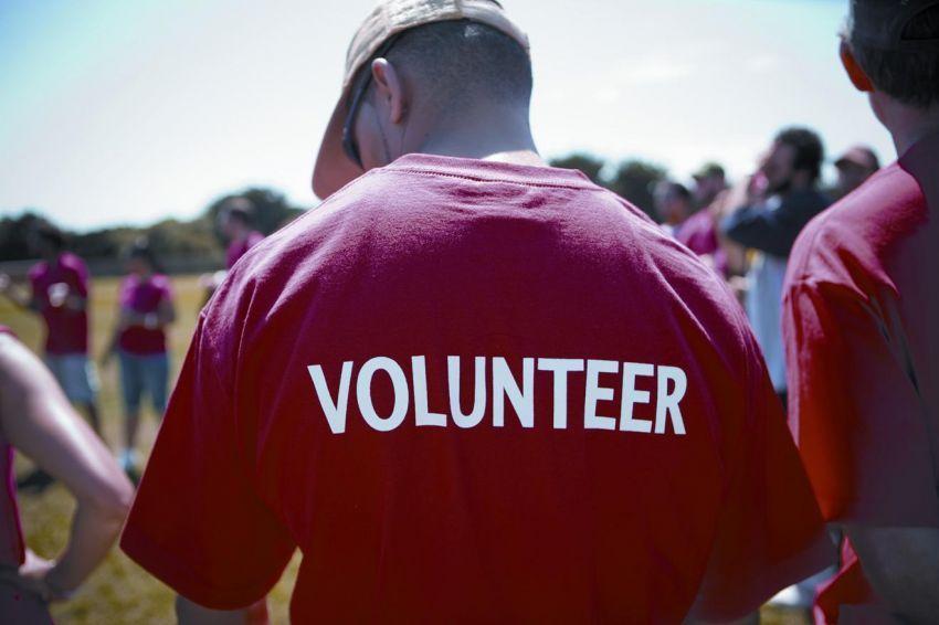 Menjadi relawan