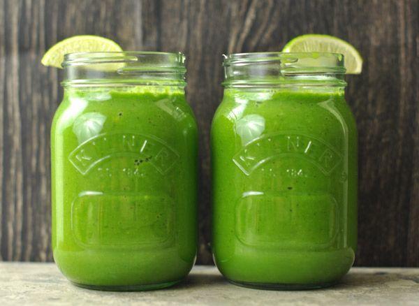 Green smoothies dari sayuran hijau dan pisang