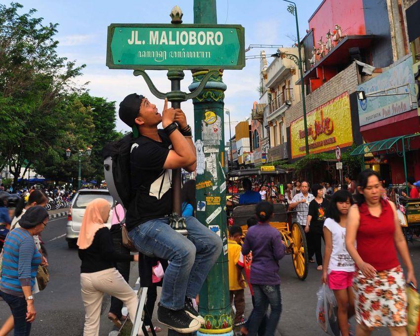 Berlagak jadi turis di kota sendiri