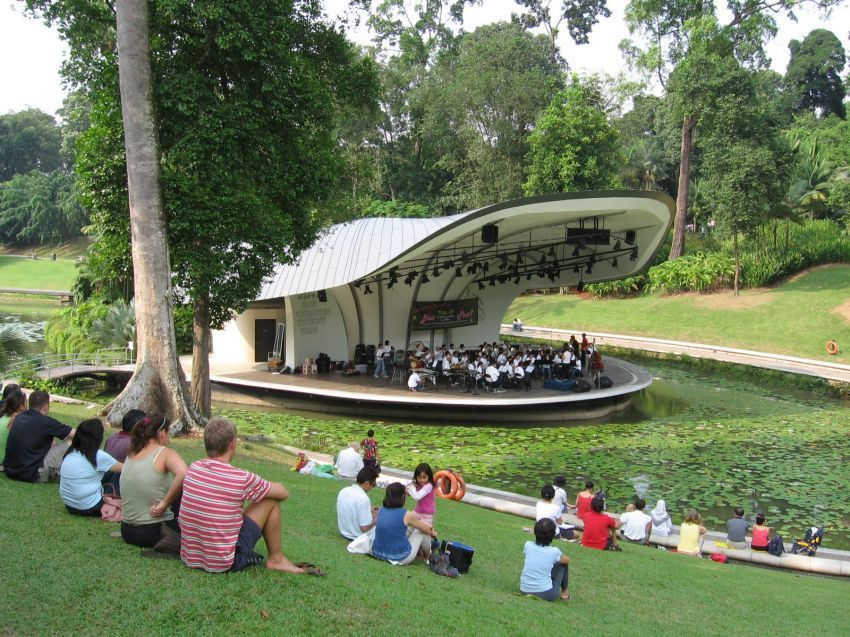 Singapore_Botanic_Gardens,_Symphony_Lake_21,_Sep_06