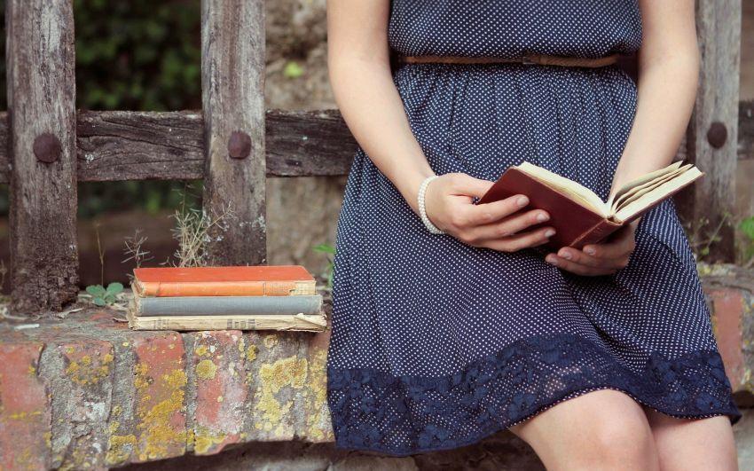bosan nunggu kelas, kamu bisa baca buku favoritmu