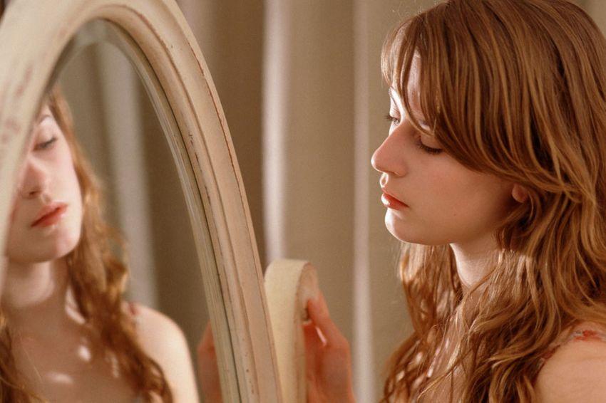 girl-looking-at-mirror1