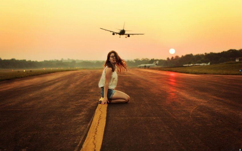 Pastikan kamu mempersiapkan tiket pesawat dengan baik