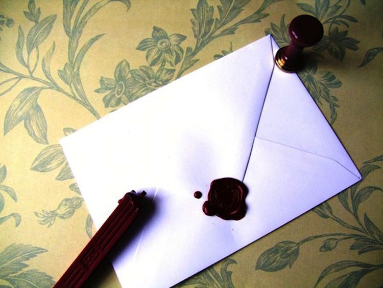 10 Alasan Kenapa Kamu Harus Mengirim Surat Cinta Sekarang Juga