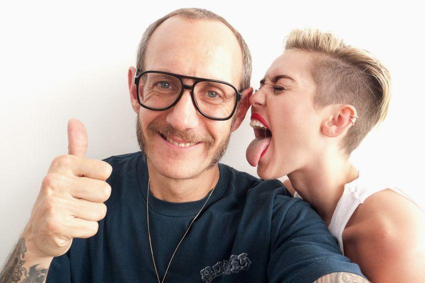 Gak tiap hari Miley Cyrus main ke studiomu