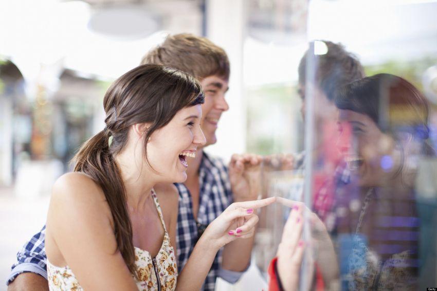 Cewek matre akan memanfaatkan kartu kredit pasangan