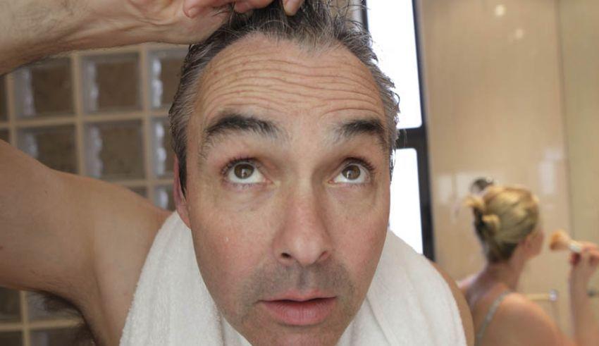 Rambut rontok dan dermatitis di wajah