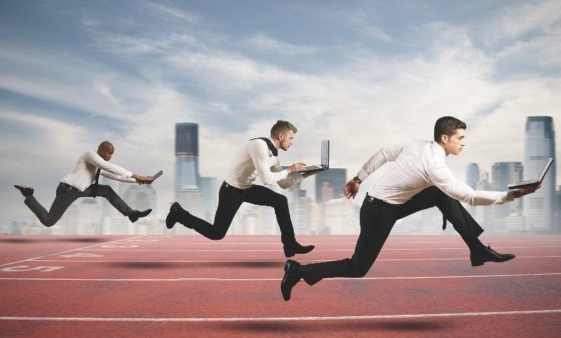 Persaingan dengan kompetitor juga ketat