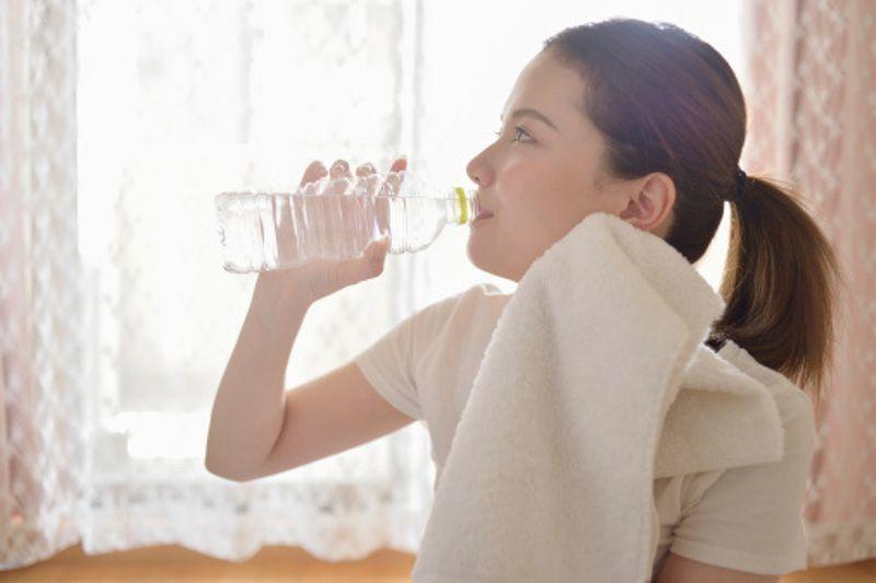 minum sedikit air