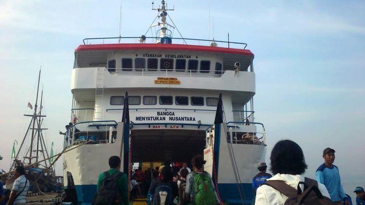 Menyeberang dengan KMP Siginjai