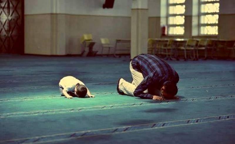 Berdoa dan mengadu kepada Tuhan