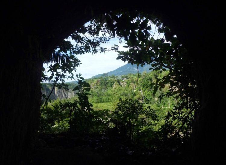 Jalan melarikan diri menuju Ngarai Sianok