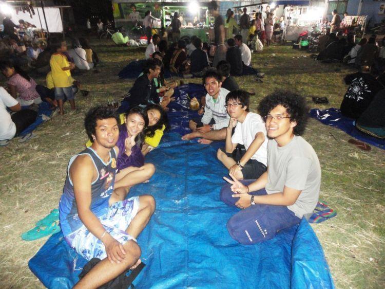 Suasana alun-alun Karimunjawa malam hari