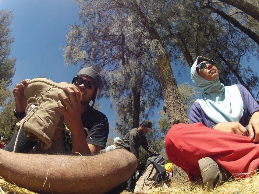 Wajib pakai sepatu saat mendaki | Kredit foto: Maharsi Wahyu