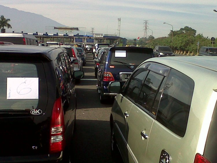 Sabar melalui kemacetan