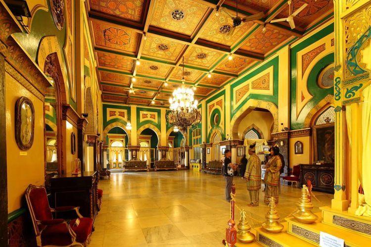 Interior Istana Maimun