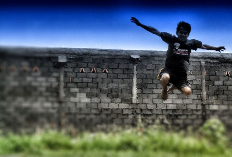 Lompat pagar sekolah