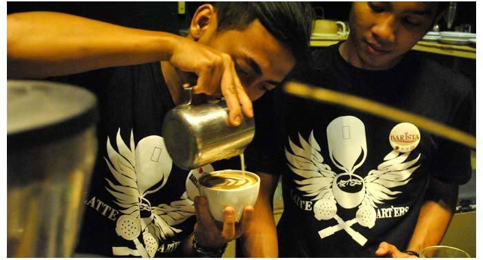 Racik kopimu sendiri atau minta bantuan barista