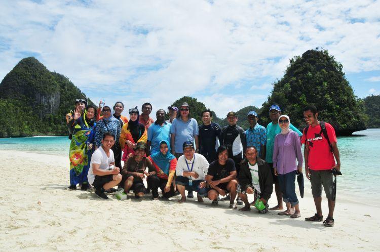 Dari pekerjaan ini, kamu bisa jalan-jalan keliling Indonesia