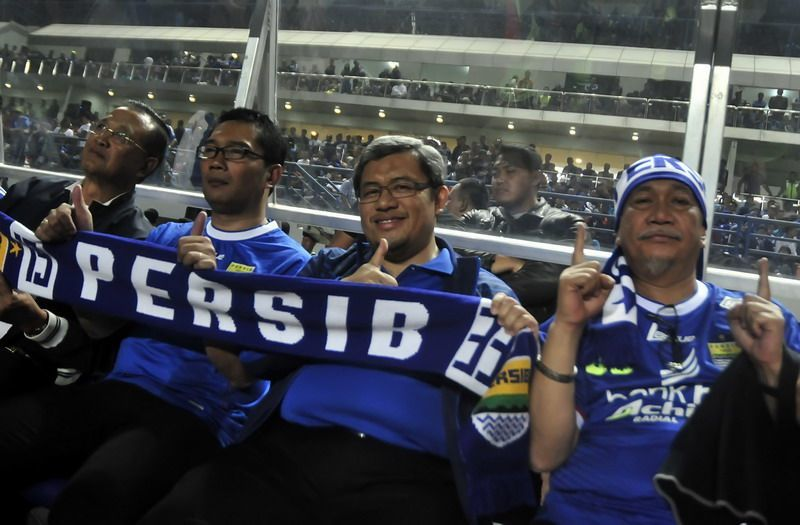 Gubernur & Wagub Jabar, Walikota Bandung juga Bobotoh!