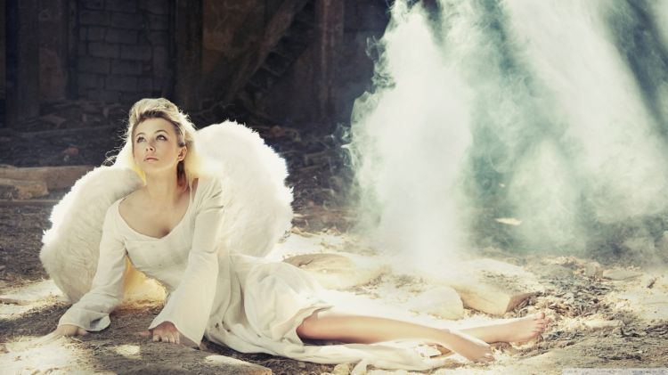 girl_with_angel_wings-wallpaper-1366x768