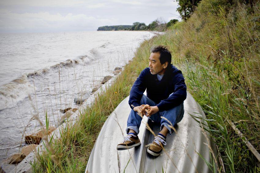 Menulis sebenarnya tak lebih ringan dari sebuah pertandingan maraton (Murakami)