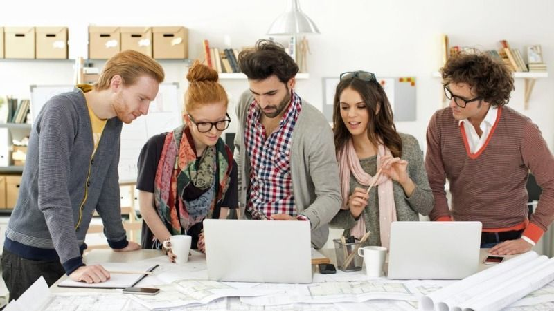komunikasi dengan tim kerjamu