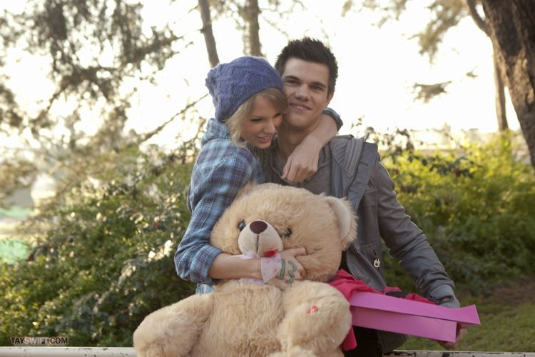 valentine-s-day-movie-new-images-taylor-lautner-11767265-2560-1707