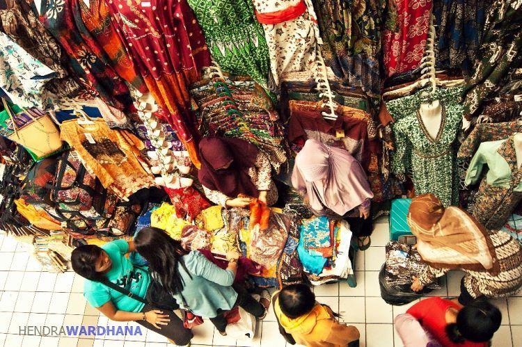 Belanja di Beringharjo (foto: Hendra Wardana)