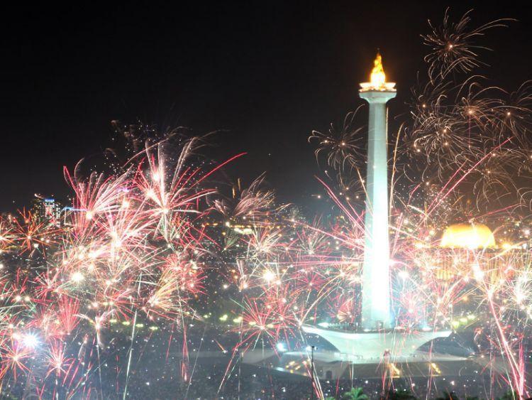 Perayaan pergantian tahun di kawasan Monas