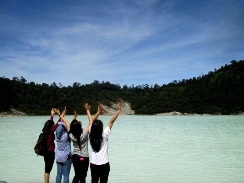 Danau putih di Talaga Bodas