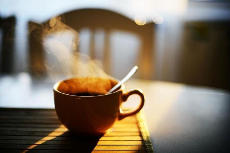 Secangkir kopi hangat membuat pikiranmu bersemangat