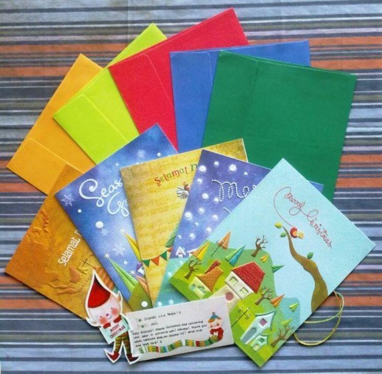 heboh milih kartu natal buat dibagi-bagiin sama temen