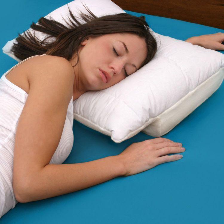 Tidur miring dengan tangan tertindih