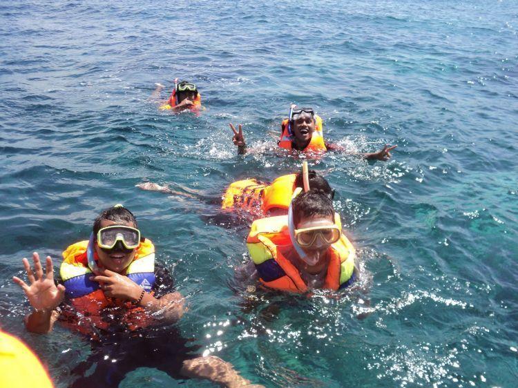 Banyak ragam aktivitas yang bisa dijajal di Tanjung Bira