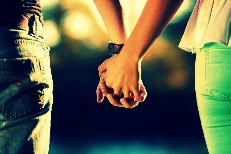 menggenggam erat tangan kami