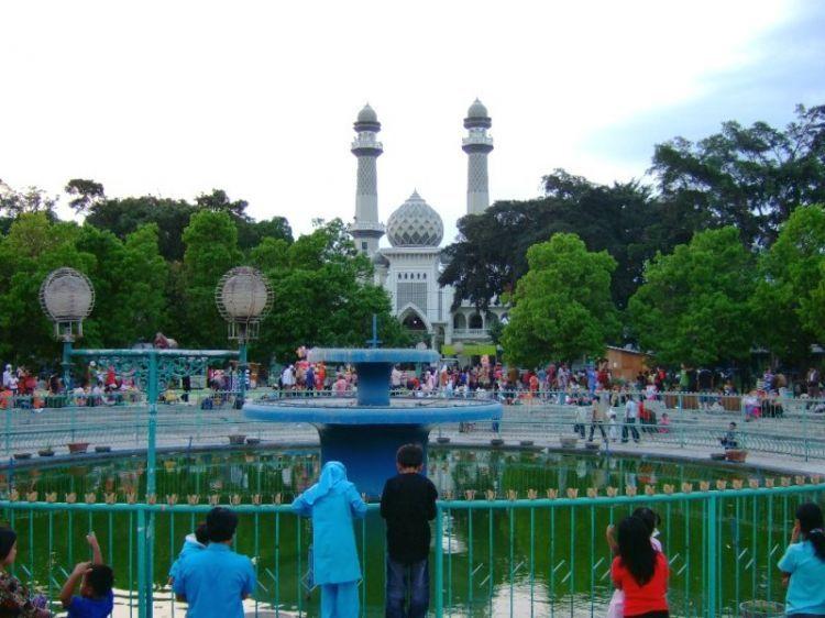 Air mancur di alun-alun Kota Malang