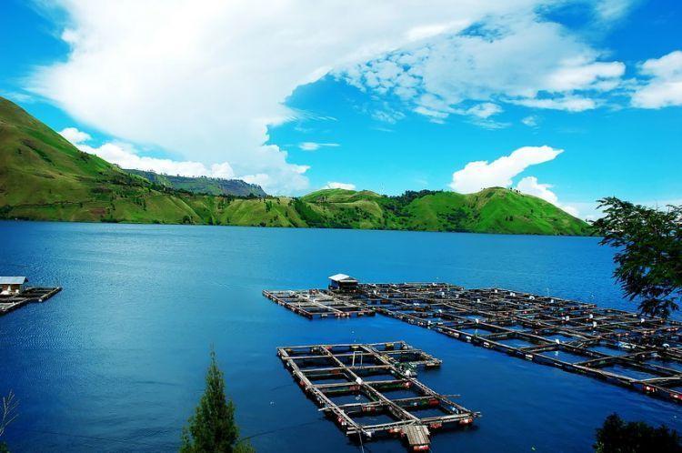 Pemandangan Danau Toba dilihat dari Tongging