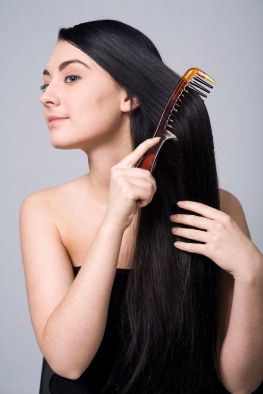 sering sisiran bikin rambut rontok?