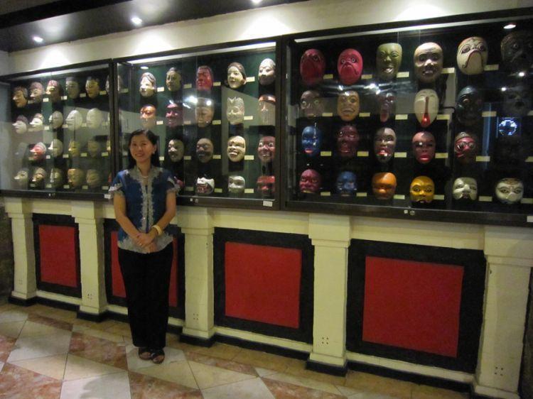 Koleksi patung di museum D'topeng Batu, Malang