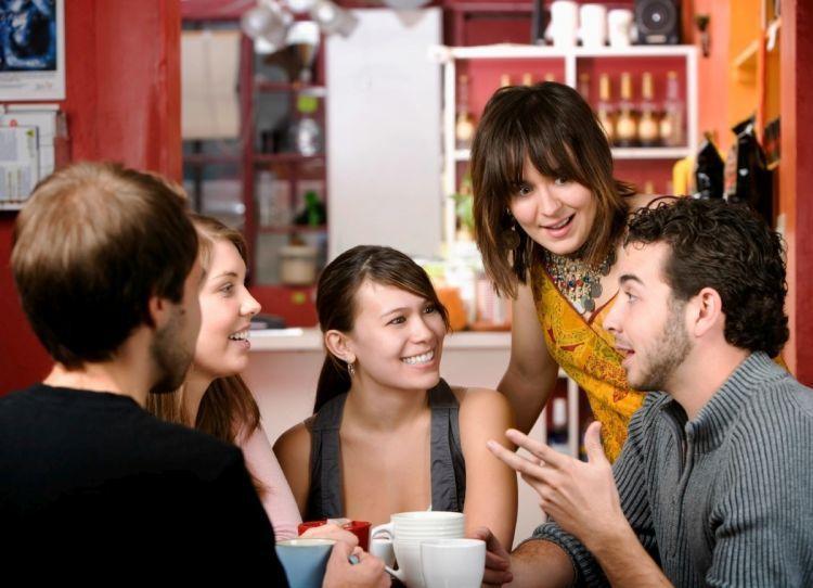Ngobrol banyak hal dengan teman-teman